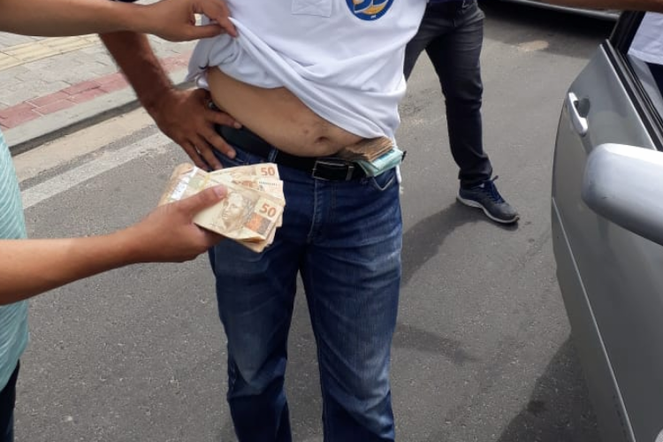 1_caucaia_crime_eleitoral_dinheiro_fotos_via_whatsapp-14220111