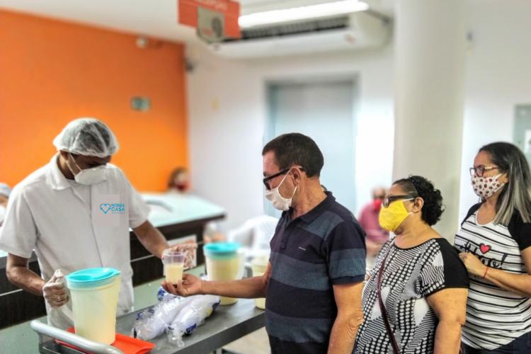 Pacientes podem deixar de receber o mingau doado pela Associação Nossa Casa, porque o estoque de leite está quase no fim.    (Foto: Divulgação)