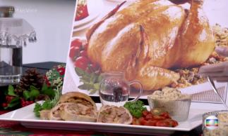 Rocambole de peru natalino com molho de mostarda e mel foi apresentado hoje, 1/12, no Mais Você por Ana Maria Braga
