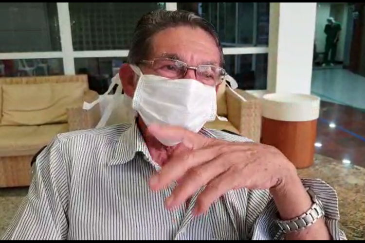 Luiz Pereira ao deixar o Hospital Leonardo Da Vinci (Foto: Divulgação)