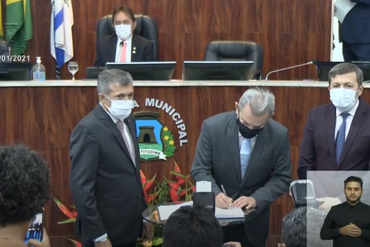 Sarto e Élcio Batista tomam posse na Câmara como prefeito de Fortaleza e vice-prefeito (Foto: reprodução/vídeo)