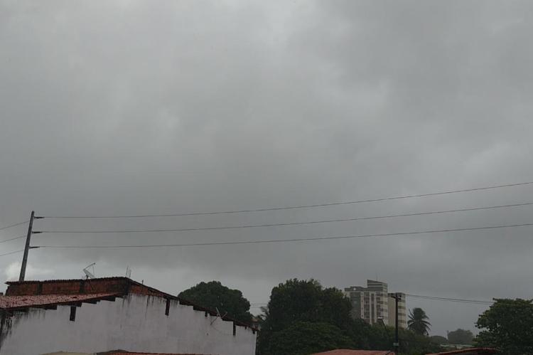 Chuva na manhã de segunda em Fortaleza