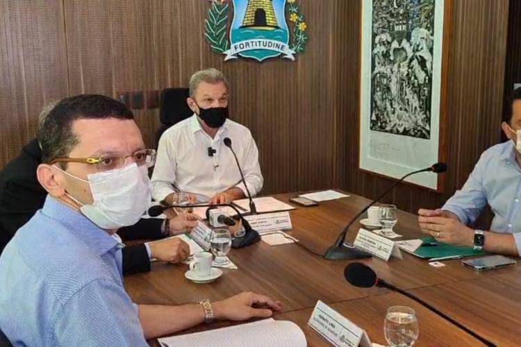 Sarto dá posse aos secretários (Foto: REPRODUÇÃO/FACEBOOK)