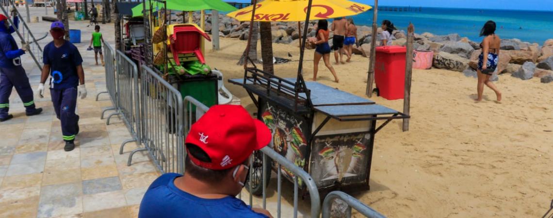 Bloqueio na Praia dos Crush, trecho da Praia de Iracema (Foto: Bárbara Moira)