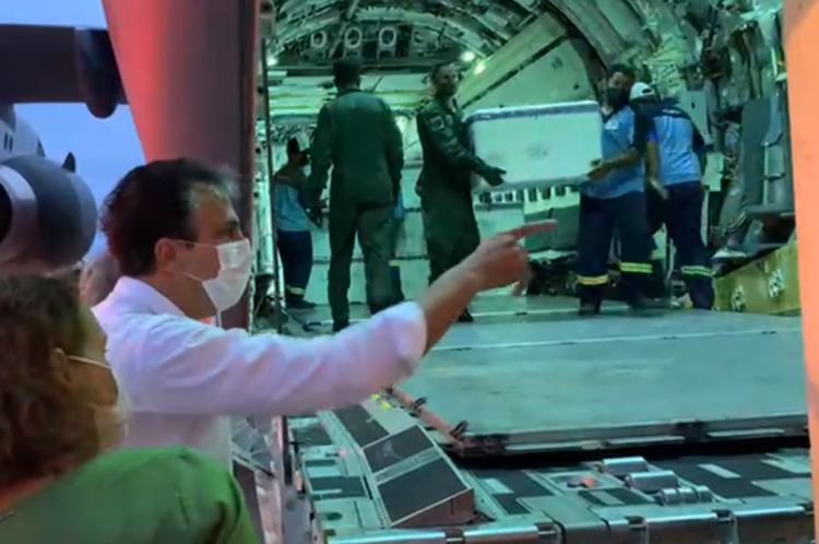 Desembarque da carga de vacinas contra Covid-19 no Aeroporto de Fortaleza