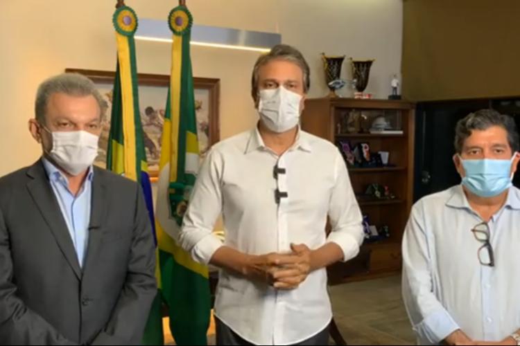 Governador Camilo Santana, o prefeito de Fortaleza, Sarto Nogueira, e o secretário da saúde do Ceará, Dr. Cabeto (Foto: Reprodução/Facebook)