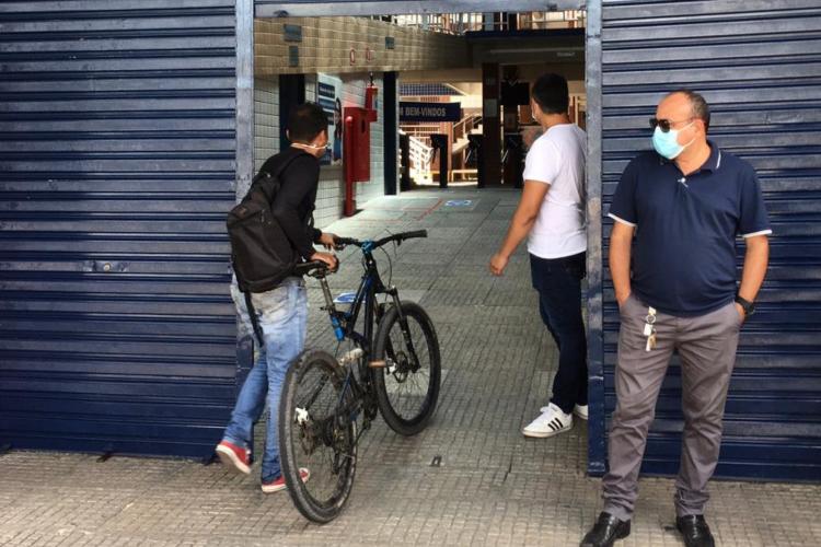 Segundo dia do Enem Digital em Fortaleza. Colégio Ari de Sá, na Duque de Caxias, um dos locais de prova (Foto: Thais Mesquita/O POVO)