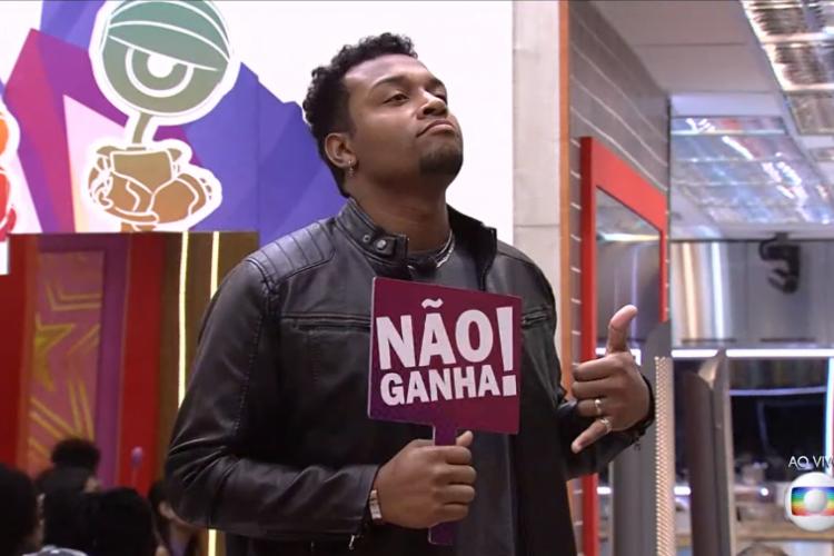 Durante jogo da discórdia ontem, 15, Sarah apontou Nego Di como menos provável de vencer o programa porque seria eliminado (Foto: Reprodução/TV Globo)