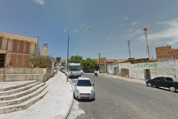 Corpo de um homem foi encontrado em frente à igreja católica do bairro Cristo Redentor (Foto: Foto: Reprodução/Google Street View)