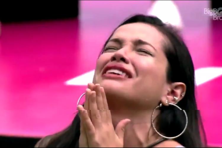Juliette se emocionou com a homenagem de dia das mulheres do BBB21, que falou de sua mãe, e chegou a se ajoelhar no gramado (Foto: Reprodução/Rede Globo)