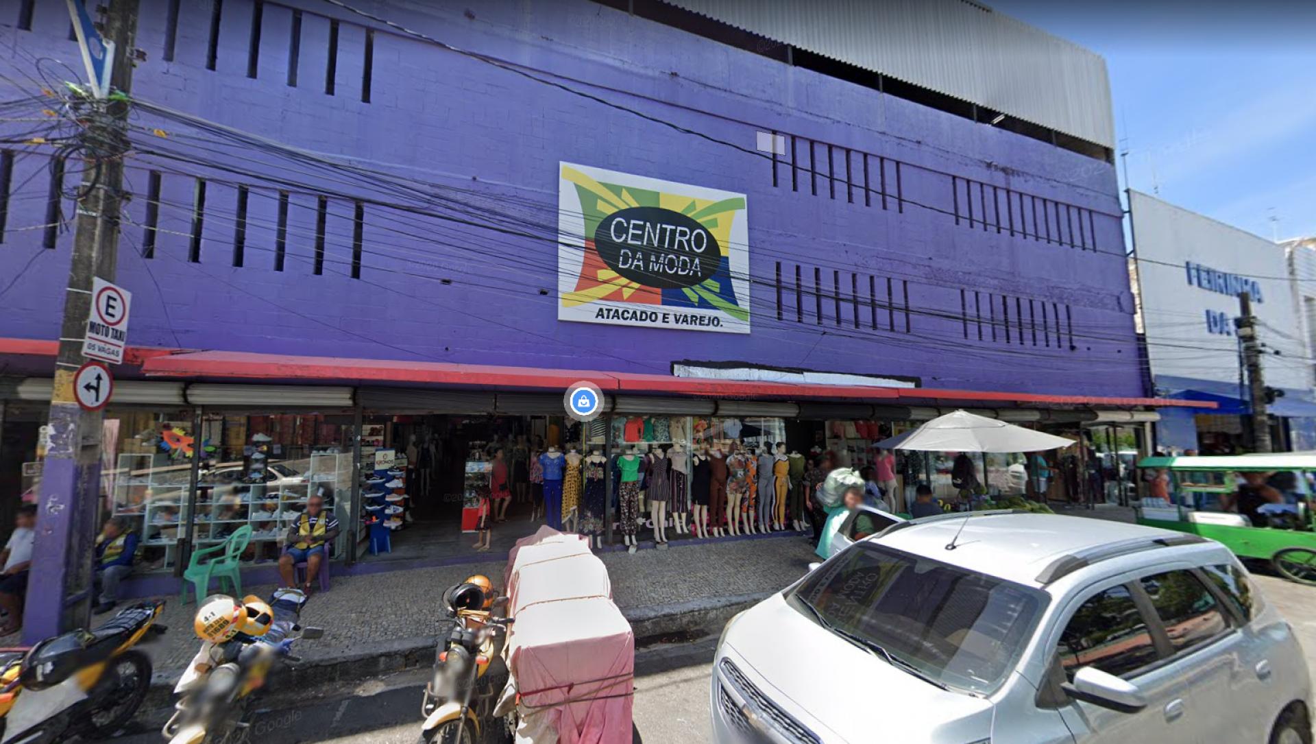 O shopping fica localizado na rua Castro e Silva, no Centro de Fortaleza.