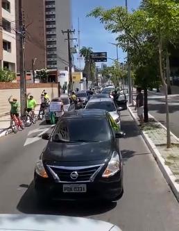Manifestantes protestam contra lockdown no Ceará (Foto: Divulgação/Twitter)