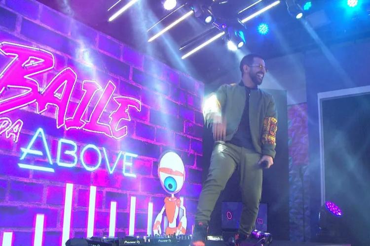 O carioca Dennis DJ é atração principal da festa de hoje (Foto: Reprodução/Rede Globo)