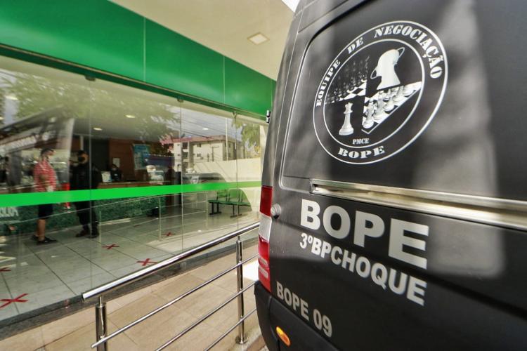 Bope foi acionado para local do assalto à farmácia (Foto: AURÉLIO ALVES/O POVO)