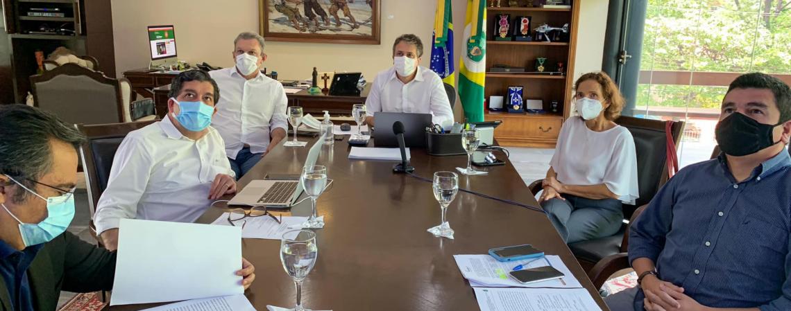 Reunião da última quinta-feira, 1º, do comitê que decide as medidas de combate à Covid-19 no Ceará (Foto: reprodução/facebook camilo santana)