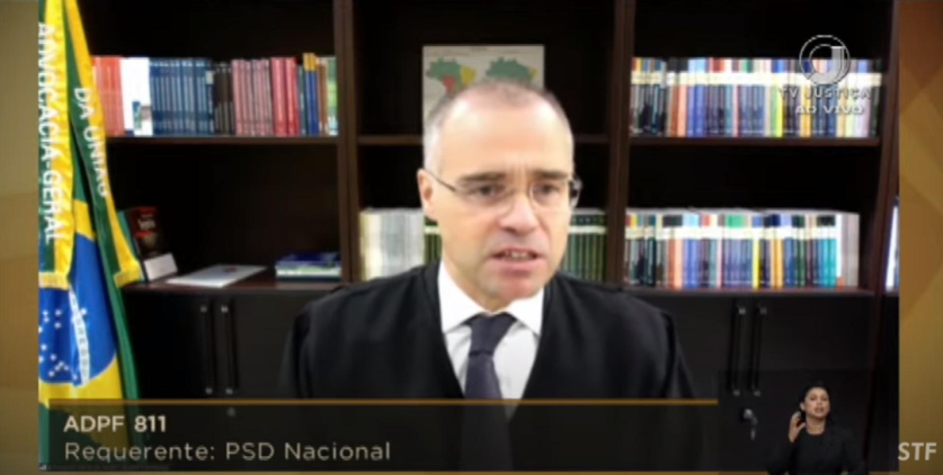 O ministro André Mendonça se amparou na Bíblia para defender a abertura de cultos pelo País.