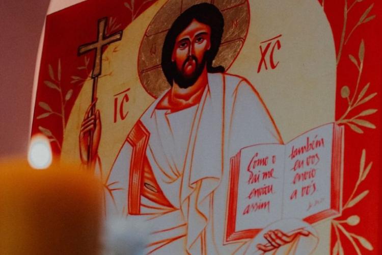 Durante a transmissão, os participantes vão poder ainda observar a pintura de Jesus Cristo e a Capela das Relíquias, que tem mais de 700 relíquias de santos e diversos objetos sagrados. (Foto: Divulgação)