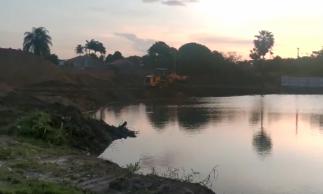 O corpo d'água, conhecido como Lagoa Seca, está situado na avenida Bernardo Manoel e tem um regime sazonal de secas e cheias