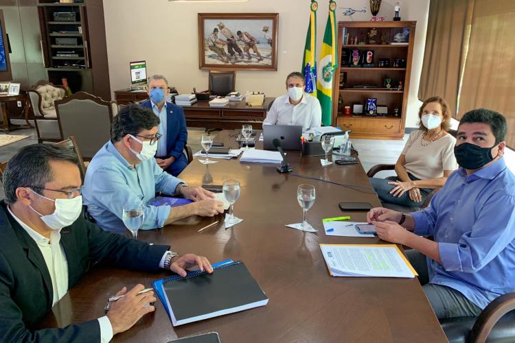 Governador Camilo Santana anunciou novo decreto após reunião do comitê (Foto: REPRODUÇÃO/FACEBOOK CAMILO SANTANA)