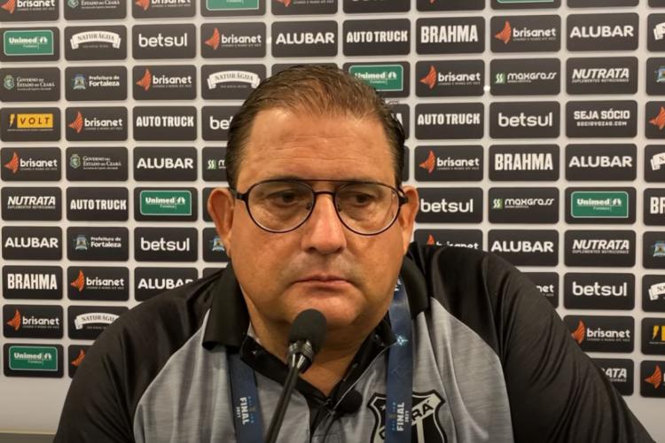 Técnico Guto Ferreira concedeu entrevista coletiva após derrota contra o Bahia.  (Foto: Vozão TV/ Reprodução)