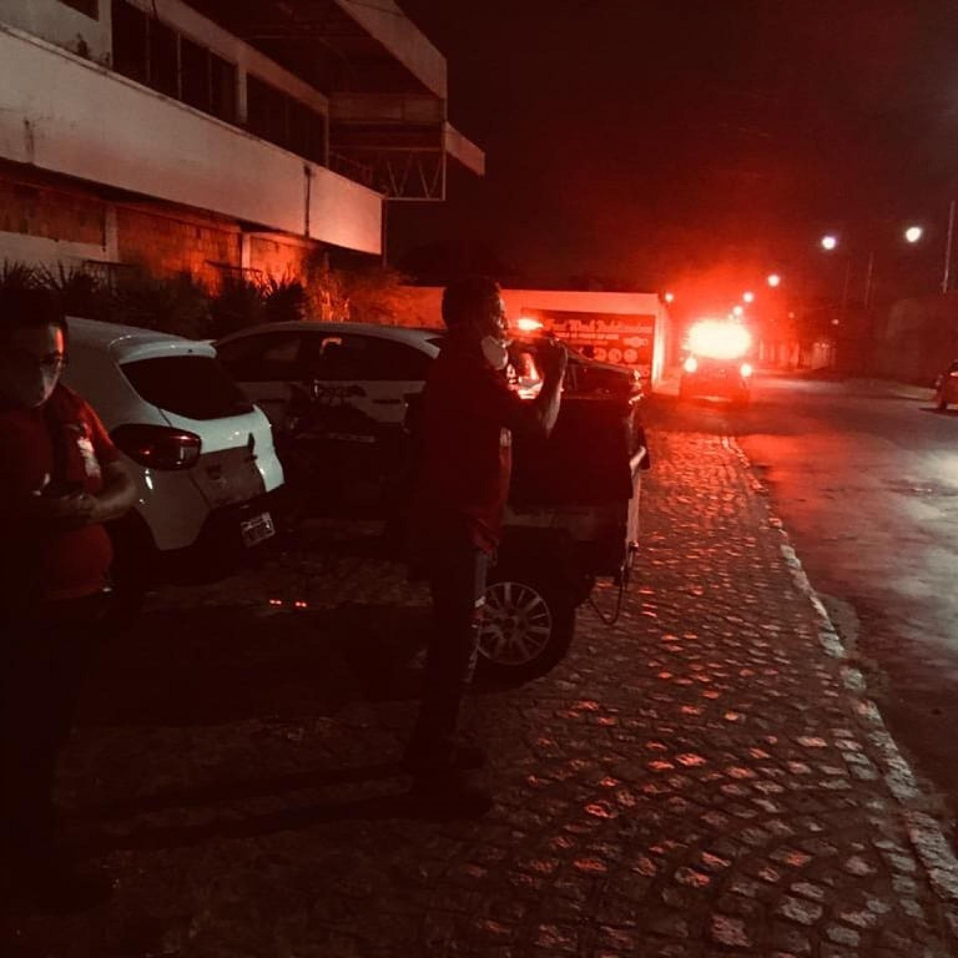 Direção do Sintro registra presença de três viaturas na garagem da empresa de ônibus Santa Maria para garantir saída dos veículos nesta madrugada
