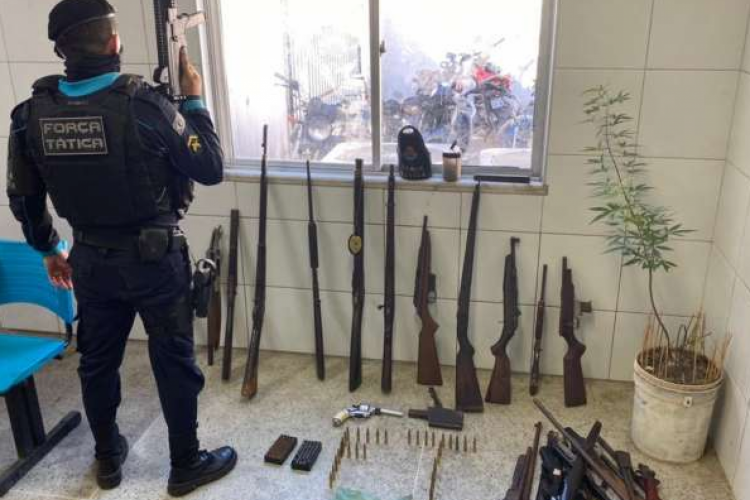 De acordo com inspeção feita pelos policiais, a maioria do armamento estava sem numeração de identificação. (Foto: Divulgação/SSPDS)