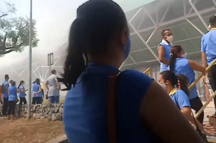 Toda a fábrica foi evacuada ao início do incêndio