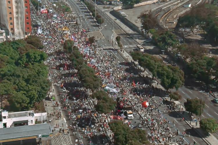 Protesto por vacina e contra Bolsonaro no Rio de Janeiro, em 3 de julho de 2021 (Foto: Reprodução/Twitter)