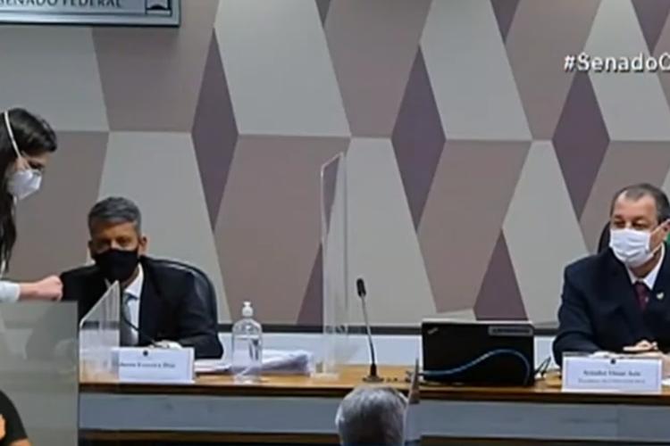 Omar Aziz determinou prisão de Roberto Dias por perjúrio, na CPI da Covid; confira qual significado do termo (Foto: REPRODUÇÃO/VÍDEO)