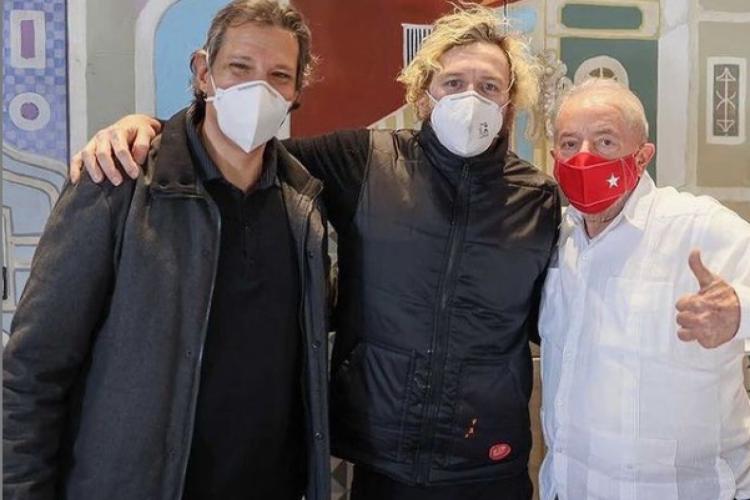 Cantor Otto junto do ex-presidente Lula (PT) e do ex-prefeito de São Paulo Fernando Haddad (PT) (Foto: REPRODUÇÃO/INSTAGRAM )