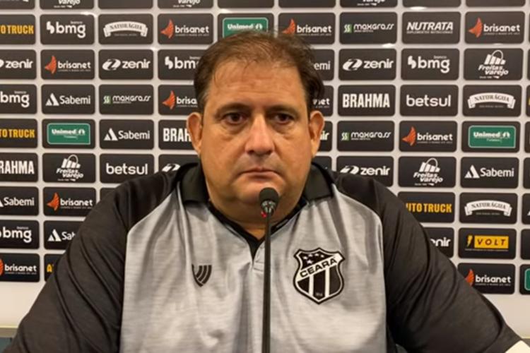 Guto Ferreira cedeu coletiva após vitória do Ceará diante do Athletico-PR.  (Foto: Reprodução/Vozão TV)