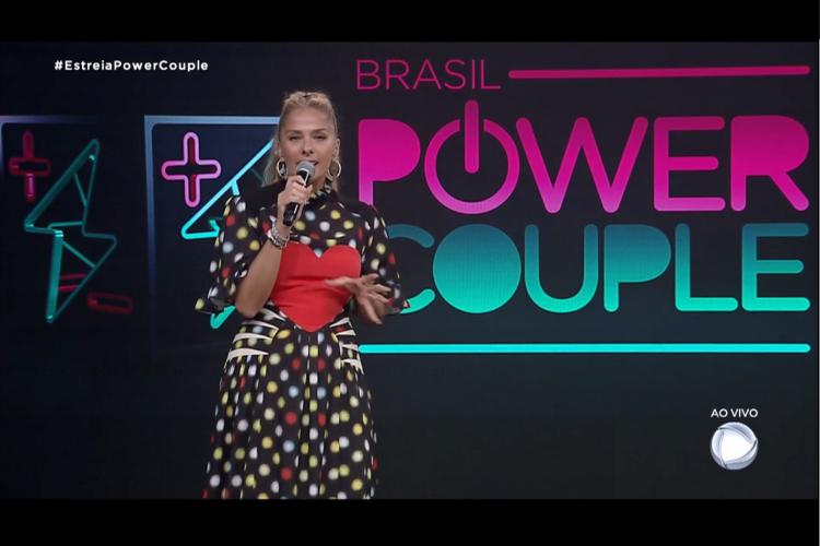 Power Couple Brasil, apresentado por Adriane Galisteu, está em reta final; parcial da enquete indica que casal vai ganhar o programa (Foto: Reprodução/Record)