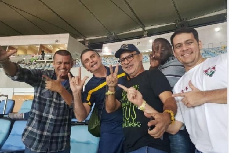 Fabrício Queiroz posta foto com Bolsonaro e aliados e reclama de abandono (Foto: Reprodução/Twitter)