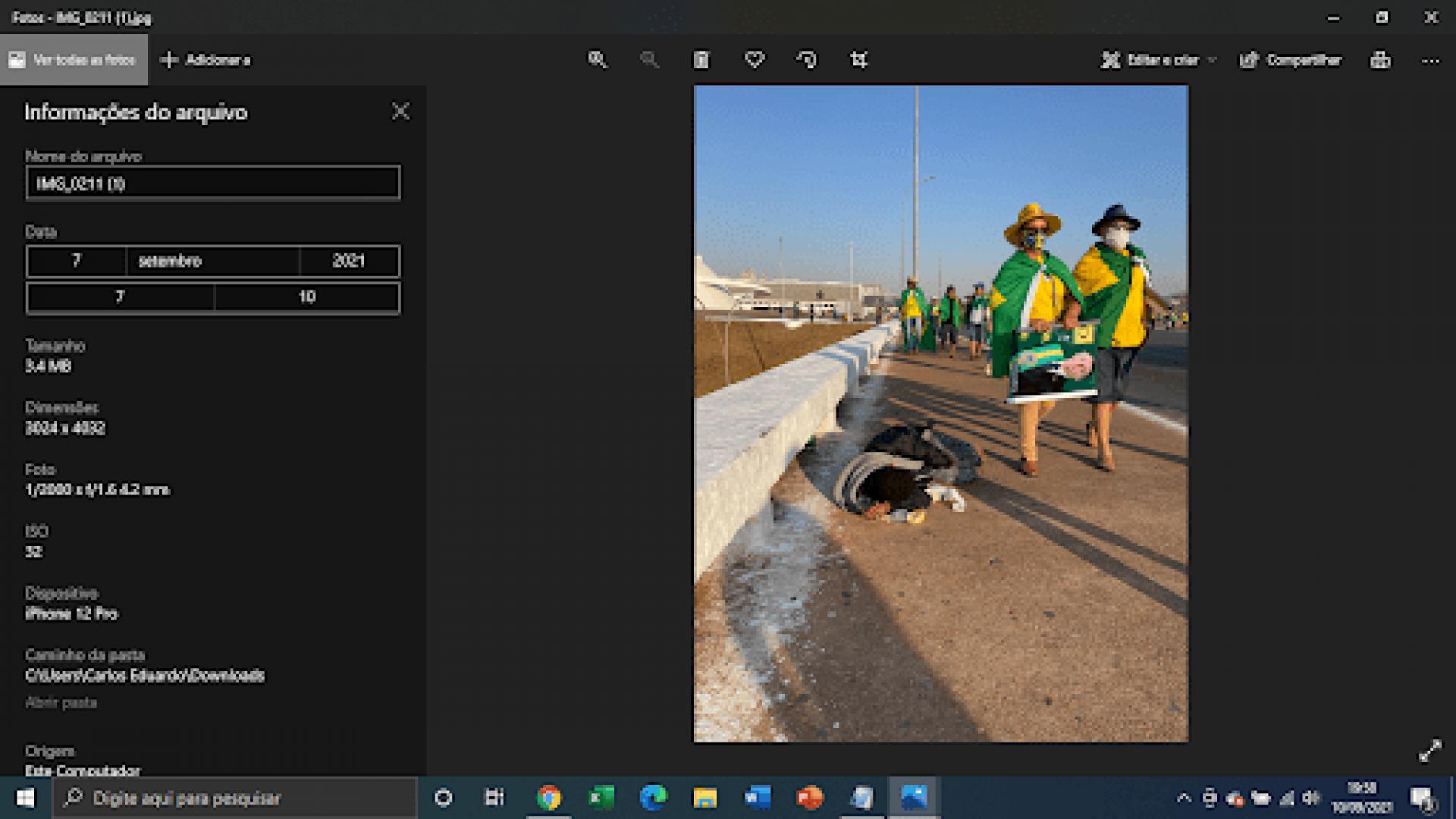 Metadados são informações gravadas pelos equipamentos de captura de fotos digitais e que armazenam em arquivo dados como data, hora e localização da captura, equipamento utilizado e outras informações técnicas sobre a imagem