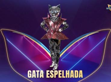 Hoje, 21 de setembro (21/09) jurados tentam descobrir quem é a Gata Espelhada no The Masked Singer Brasil. Vote na nossa enquete e veja os palpites