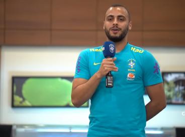 Ex-Ceará, Arthur Cabral participa de trote com jogadores da seleção brasileira