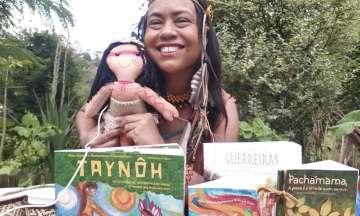 Aline Rochedo Pachamama- Churiah Puri, indígena da etnia Puri, historiadora, escritora e ilustradora. Doutora em História Cultural pela UFRRJ.
