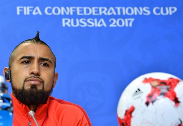 Vidal, jogador da seleção chilena, em entrevista coletiva  (Foto: )