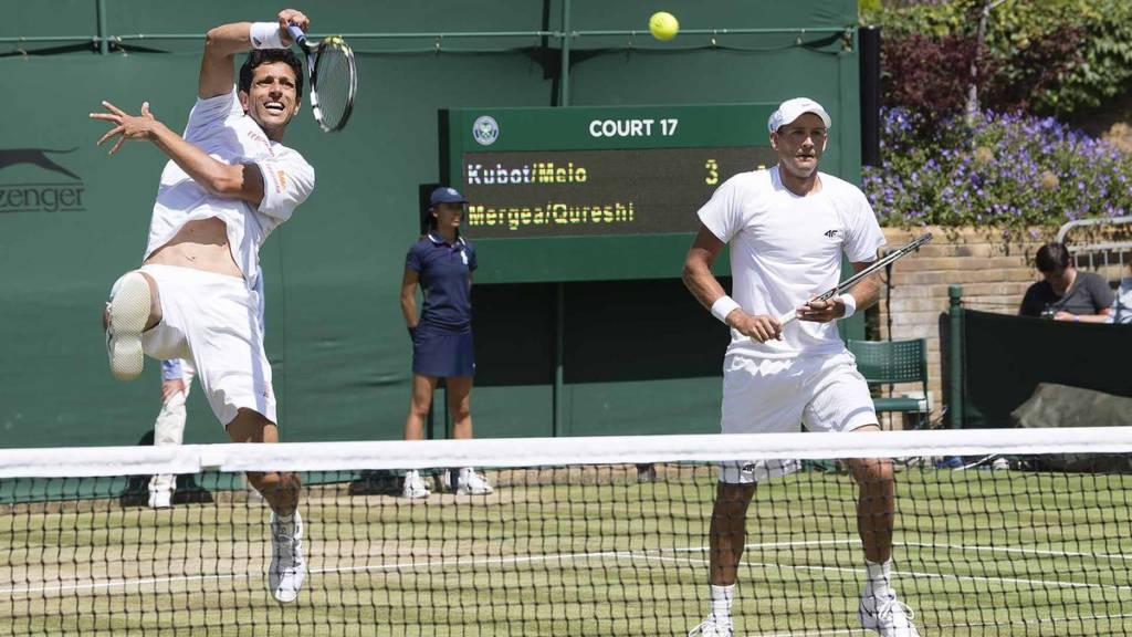 Marcelo Melo e Lukasz Kubot em ação durante jogo de Wimbledon