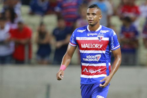 Zagueiro Edimar com a camisa do Fortaleza, durante partida da Série C