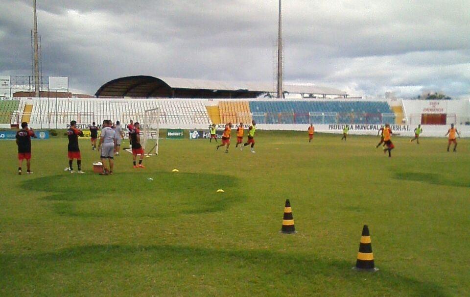 Jogadores do Guarany de Sobral treinam no Junco (Foto: )