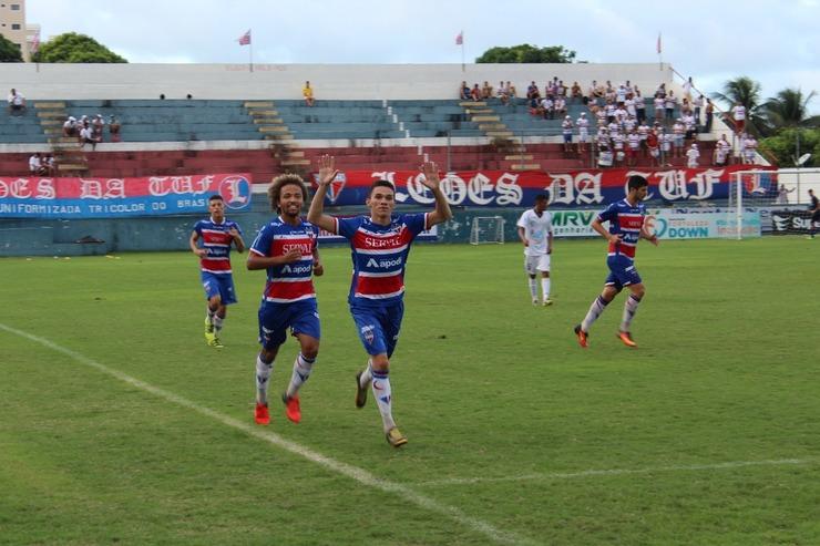 Luís Henrique em comemoração de gol