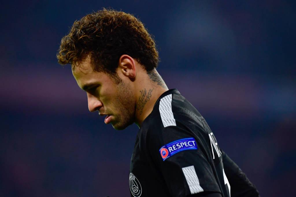 Neymar posta foto agarradinho com Bruna Marquezine: