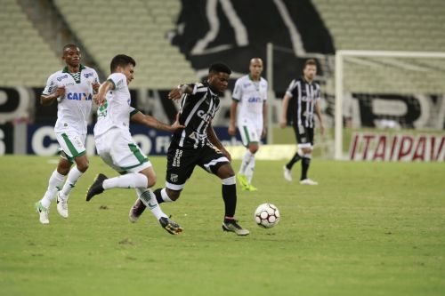 Corinthians é derrotado e o Flamengo assume a liderança