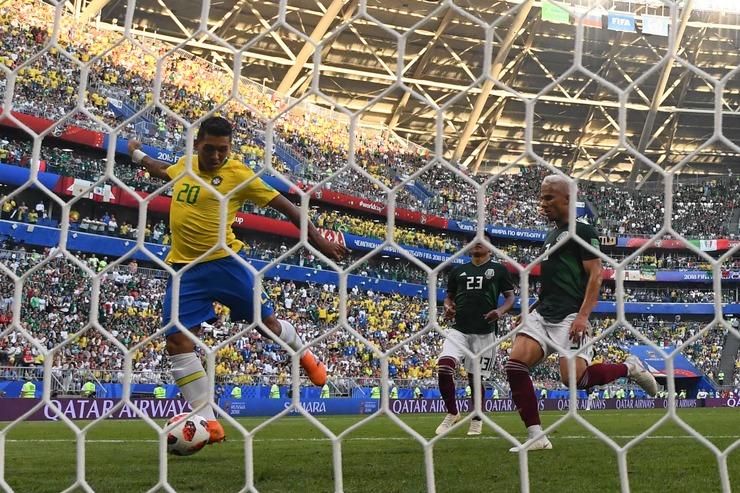 Firmino marca contra o México