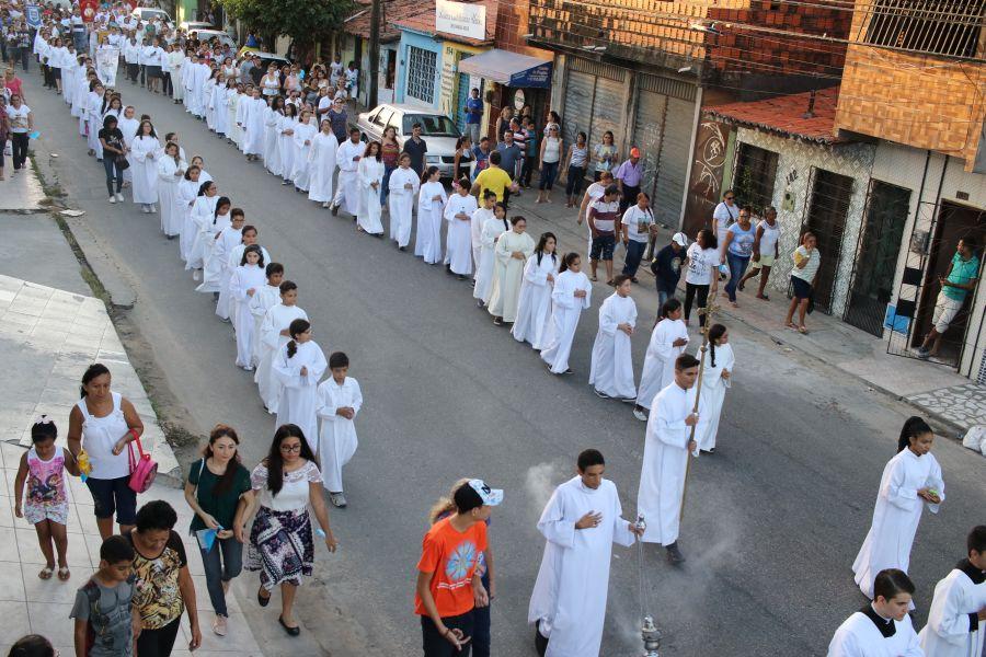 Procissão de Nossa Senhora Aparecida ocorreu nesta quinta-feira, 12 (Foto: Fábio Lima / O POVO)