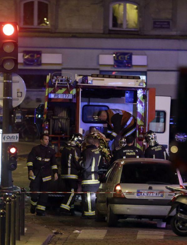 http://www.opovo.com.br/app/galeria/2015/11/13/interna_galeria_fotos,2295/tiroteios-e-explosoes-em-paris-veja-imagens.shtml