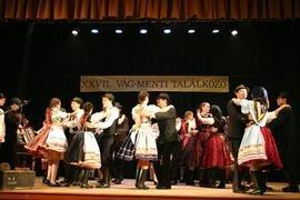 Grupo dançando