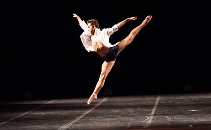 Gabriel Luz em uma de suas apresentações de balé.