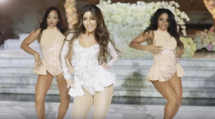 Foto da noiva e suas dançarinas em performance com músicas de Beyoncé